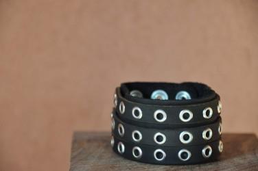 Bracelet cuir 3 BANDES OEILLETS NOIR