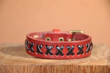 Bracelet en cuir MOTIF CROIX -rouge