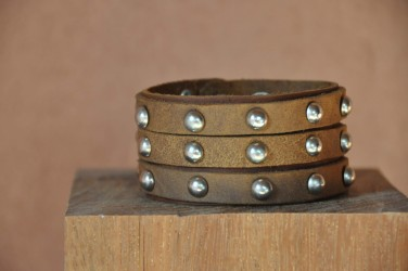 Bracelet cuir de force 3 bandes rivets clous marron